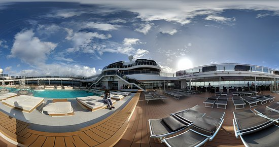 MSC Meraviglia: Pool Pictures on Ship.