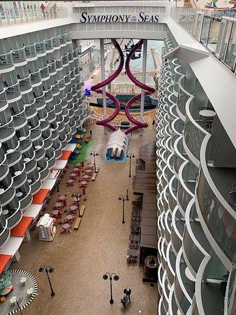 Symphony of the Seas: Boardwalk
