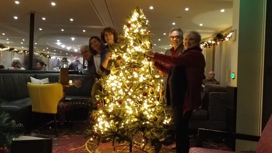 AmaStella: Christmas party and decoration of the tree.