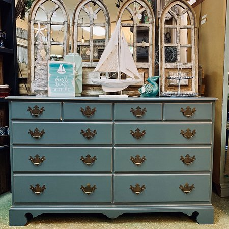 "Gulf Breeze, Flórida: Custom painted dresser in Dixie Belle Paint Co's ""Stormy Seas"""