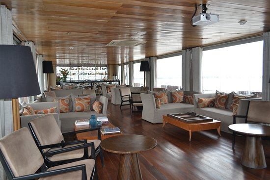 Aria Amazon: El Bar , preciosa sala para leer o tomar un rico pisco sour
