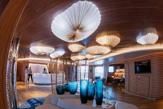 Le Laperouse: The reception area