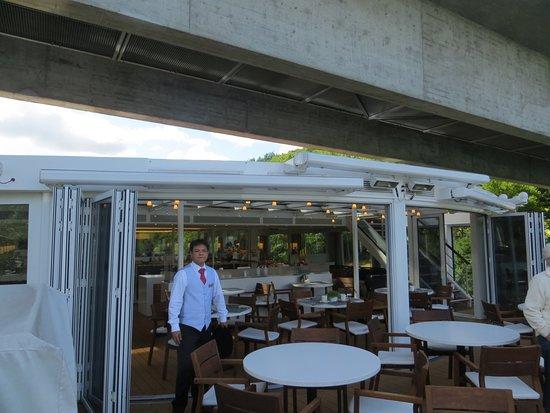 Viking Heimdal: Indoor/outdoor dining area.