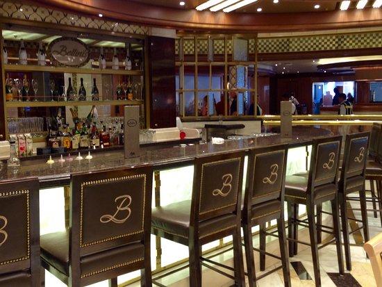 Champagne bar on the Royal Princess