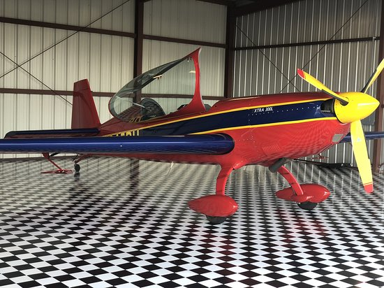 Extreme Thrill Rides: Extra 300 Unlimited Aerobatic Plane