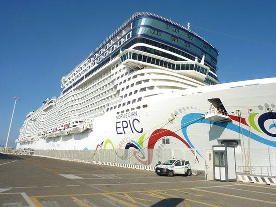 Norwegian Epic: Entertains over 4,000 passengers