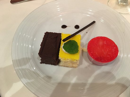 Independence of the Seas: Yummy dessert in the dining room