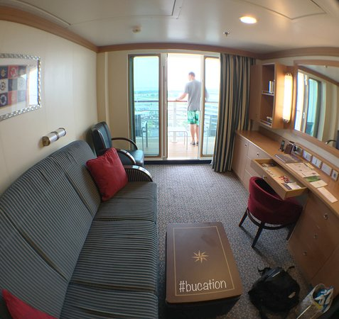 Disney Dream: Deluxe Family Oceanview Stateroom 9608