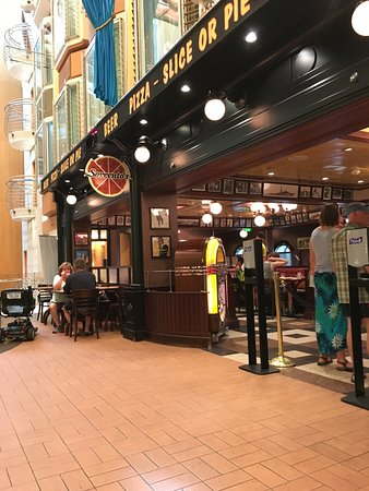 Independence of the Seas: Cute little pizza place (the food is free!)