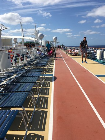 Independence of the Seas: Running track