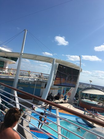 Independence of the Seas: Movie by the pool