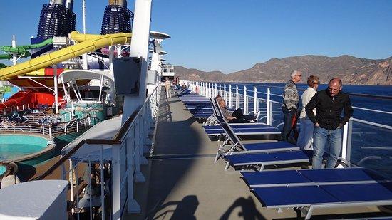 Norwegian Epic: Promenade deck