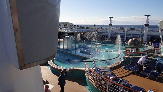 Norwegian Epic: Swimming pool with hammam
