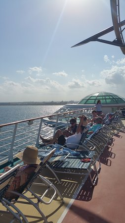 Independence of the Seas: Deck