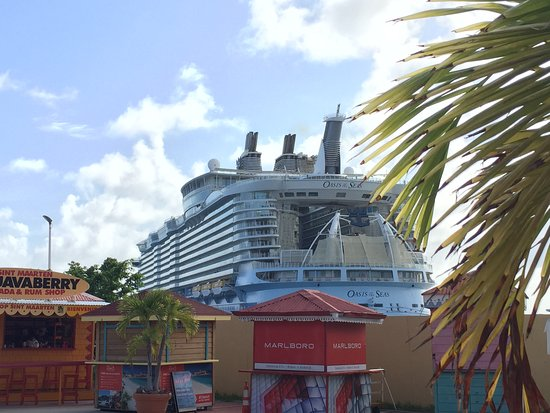 Oasis of the Seas: Spying on Oasis in St. Maarten