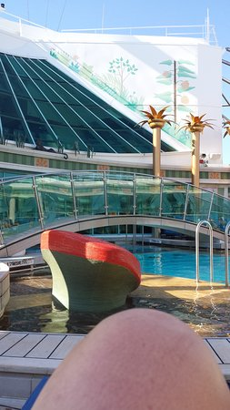 Independence of the Seas: The adult pool area