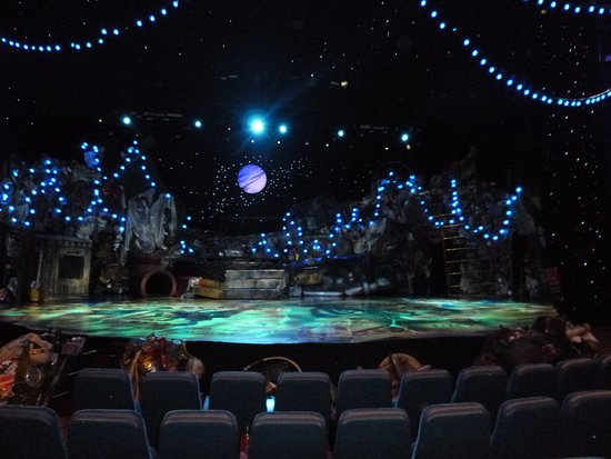 Oasis of the Seas: The stage for the musical CATS, taken during intermission