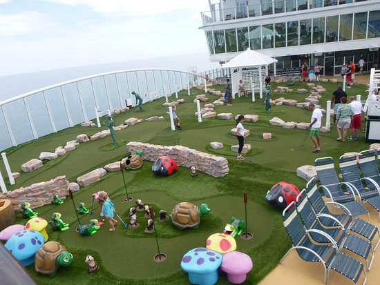 Oasis of the Seas: The miniature golf course had family times, adult times and children's times for play