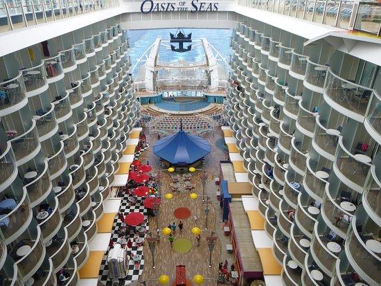Oasis of the Seas: The Boardwalk area, where the Carousel and Aqua Theatre are located