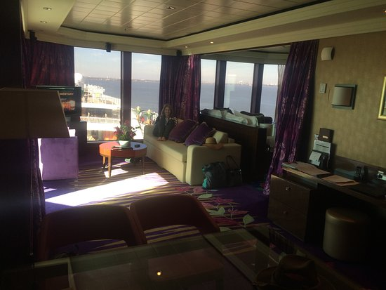 Norwegian Jade: This is the living area of our stateroom