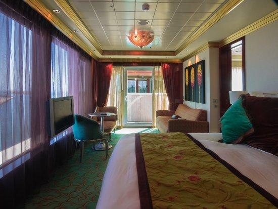 Norwegian Pearl: Master bed