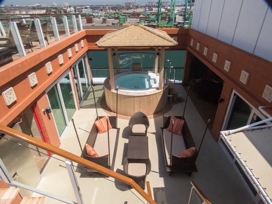 Norwegian Pearl: Villa patio/sundeck upstairs