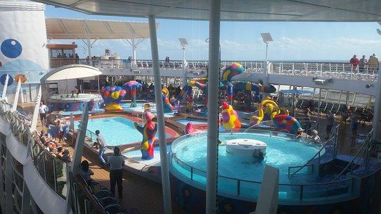 Oasis of the Seas: Kids pools.