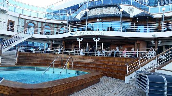 Emerald Princess: terrace pool area