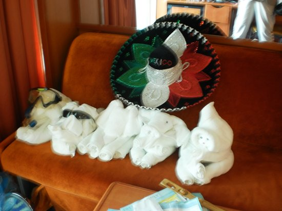 Norwegian Jade: All the towel animals hanging out ton the sofa