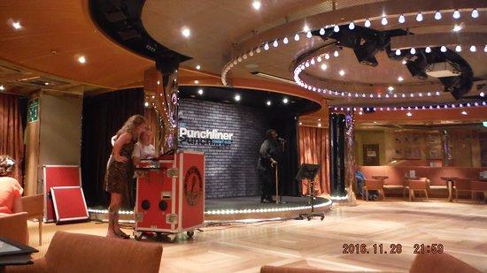 Carnival Magic: karaoke show