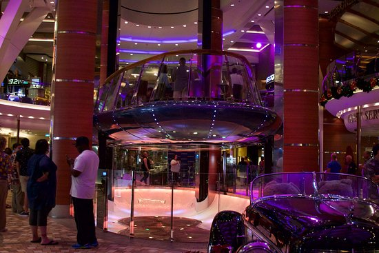 Oasis of the Seas: The floating Bar, takes about 30 minutes to travel between 4th and 6th floo