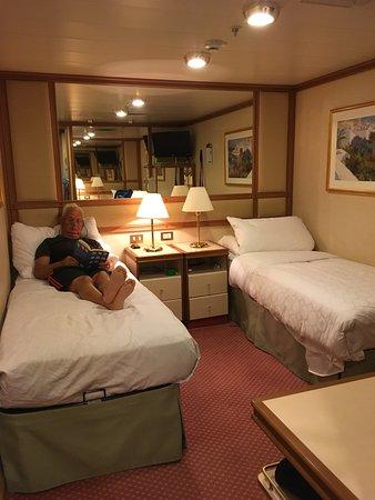 Emerald Princess: Twin bed setup