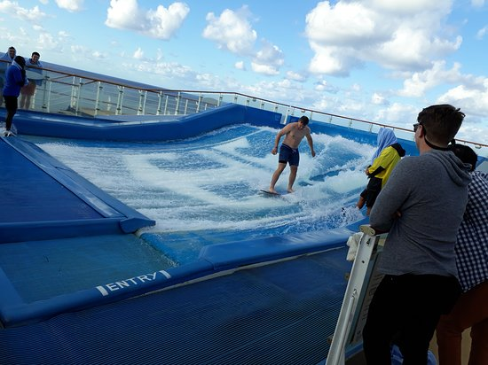 Oasis of the Seas: surfing