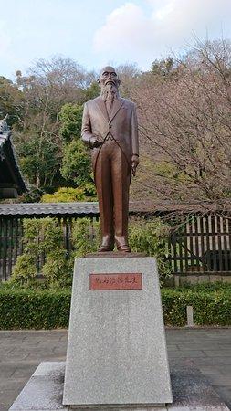Kojima Korekata Statue