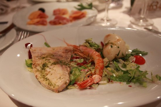 MSC Orchestra: The seafood platter served on the Italian night was pathetic.