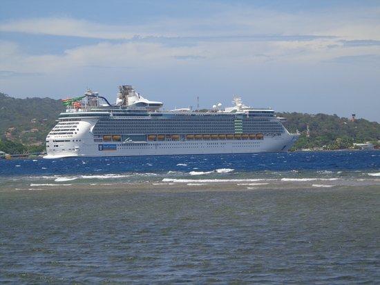 Liberty of the Seas: Liberty OTS from Roatan road..