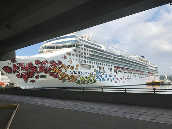 Norwegian Gem: Ship docked at Manhattan Cruise Terminal