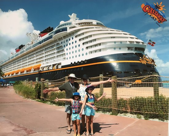 Disney Dream: Castaway Cay  Beautiful Island Lots of activities (other people) or beachtime with super Mango smoothies (us) with Barbecue