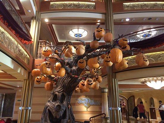 Disney Dream: Halloween Tree
