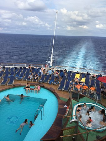 Carnival Magic: Stern and the Tides pool.