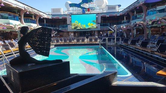 Carnival Splendor: Lido deck pool area