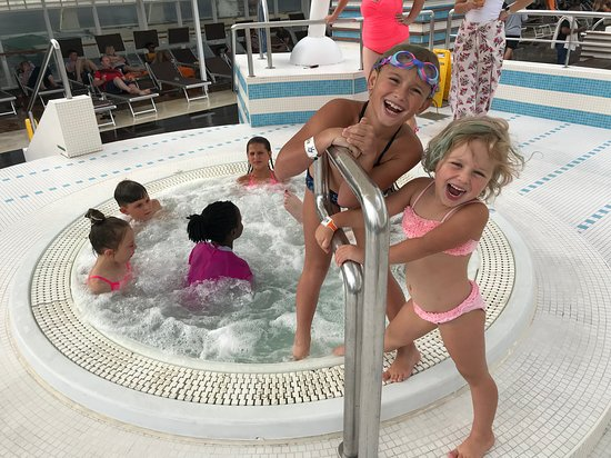 MSC Sinfonia: Always fun in the jacuzzi