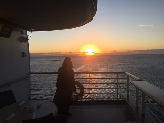 Ruby Princess: Sunset leaving port