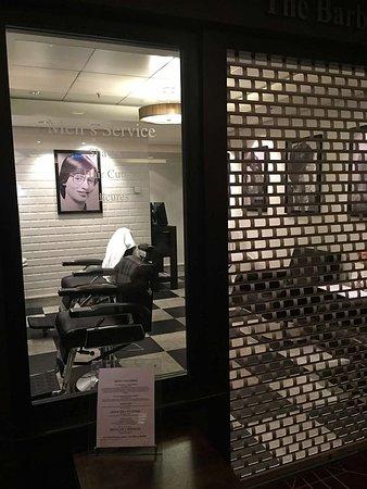 Norwegian Epic: barber