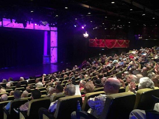 Norwegian Epic: theater