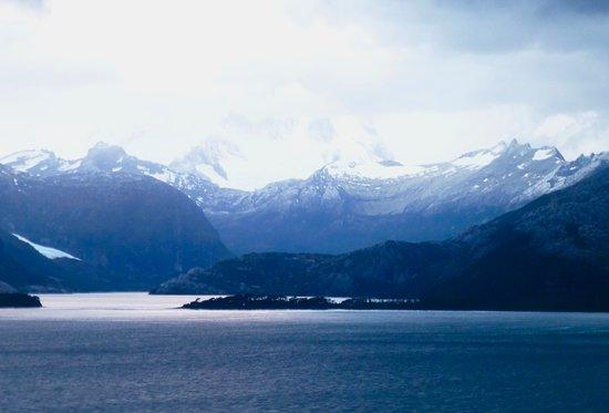 Emerald Princess: Cruising through Amalia Glacier channels, Chili
