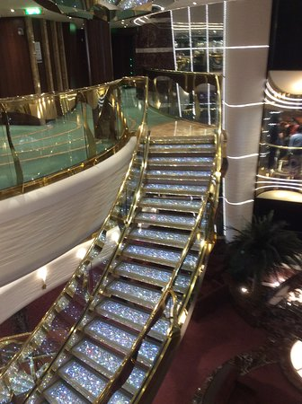 MSC Splendida: This is the staircace in the reception area absolutely stunning