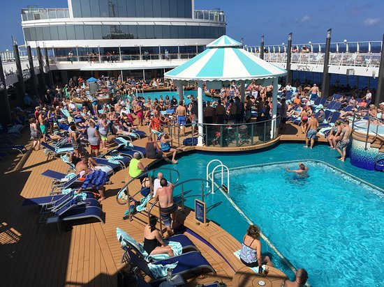 Norwegian Pearl: Pool Deck
