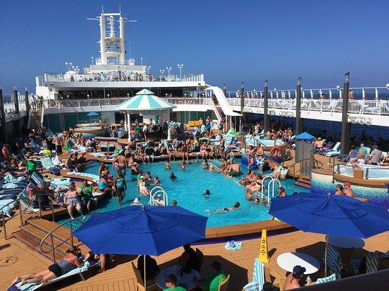Norwegian Pearl: Poole deck