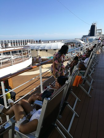 MSC Sinfonia: The Pool deck.